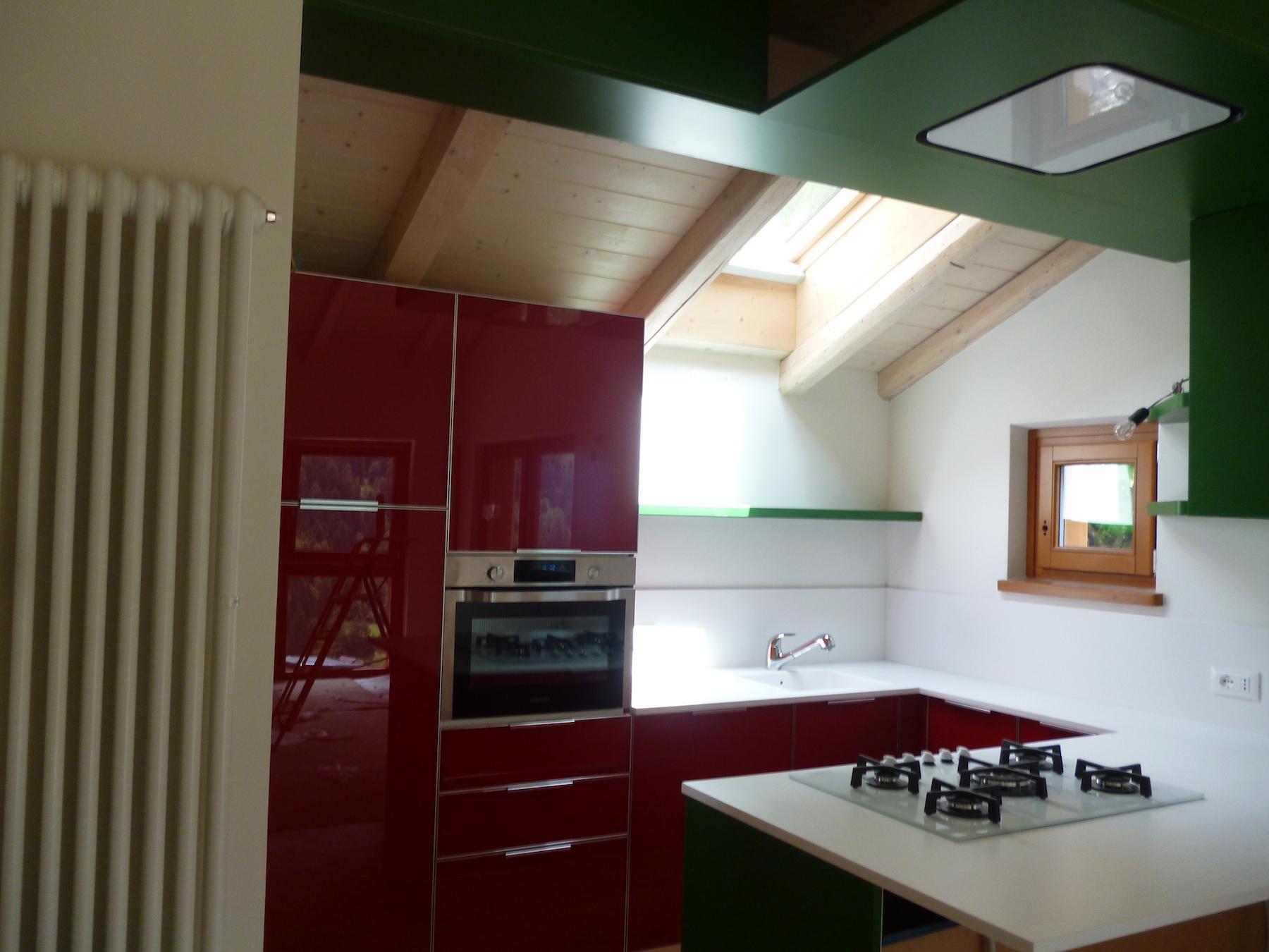 Una cucina eccentrica mobili canella - Areazione cucina ...